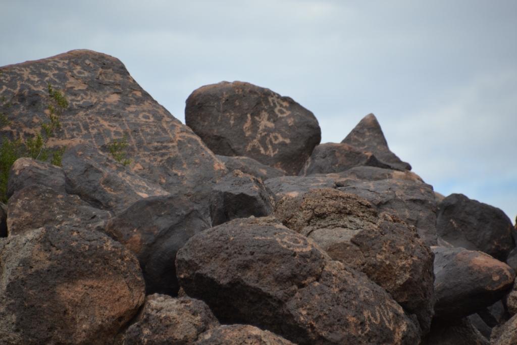 Arizona painted rock petroglyphs