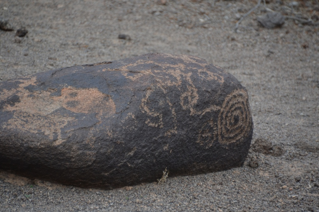 Arizona painted rock petroglyphs, single