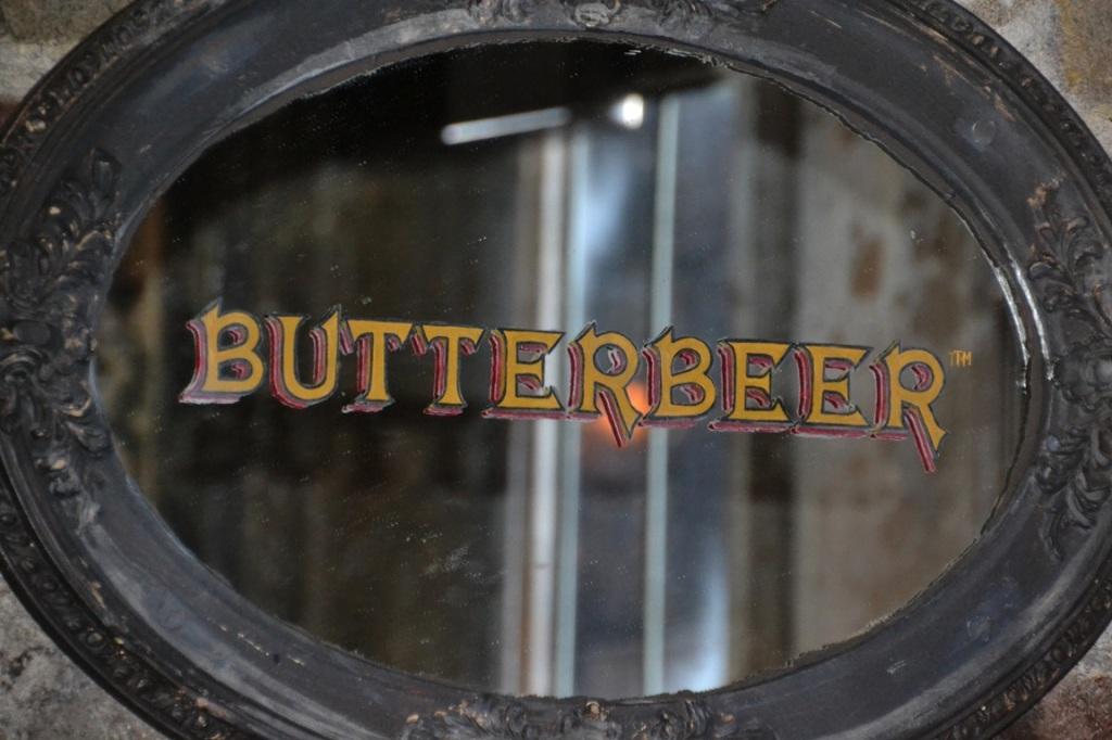 Hogsmeade, Butterbeer mirror