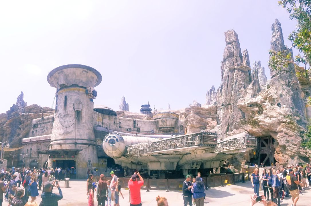 galaxy's edge batuu falcon