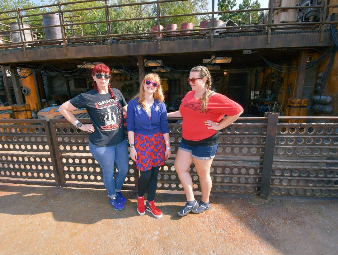 galaxy's edge batuu chatting by speeders